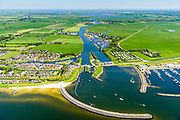 Nederland, Friesland, Súdwest-Fryslân, 07-05-2018; <br /> Stavoren, ook Stavern, voormalige Hanzestad. Johan Frisosluis en Warnservaart, Marina Stavoren.<br /> Former Hanseatic city.<br /> luchtfoto (toeslag op standard tarieven);<br /> aerial photo (additional fee required);<br /> copyright foto/photo Siebe Swart