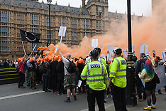2015-07-14 Protests outside Parliament over fox hunting bill amendment