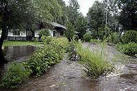 Nyheter<br /> Krokstadbekken gikk over sine bredder og førte til overforsvømmelse i Krokstadelva.<br /> 03.07.2007<br /> Foto: Morten Olsen, Digitalsport