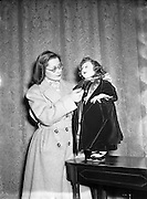 29/11/1954<br /> 11/29/1954<br /> 29 November 1954<br /> <br /> (Original Caption)<br /> Fun Palace Amusement Centre - Presentation of Cheque on their behalf to Lord Mayor by Lady Dwarf.