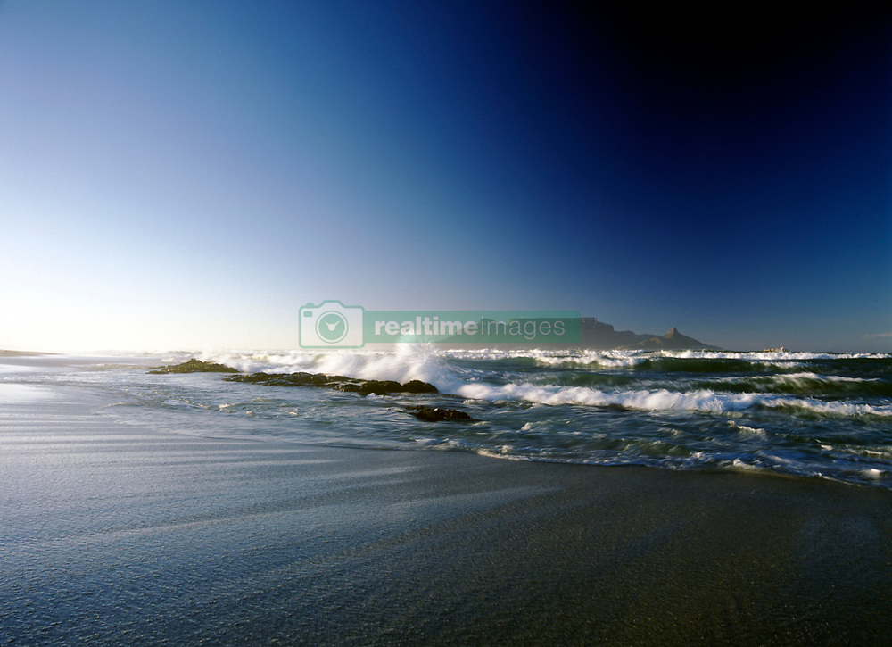 Looking over to Cape Town and Table Mountain at dawn seen from Blouberg Beach, South Africa. (Credit Image: © Axiom/ZUMApress.com)