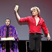 NLD/Amsterdam/20101121 - Premiere het Geheim in het Muziektheater, optreden Hans Klok