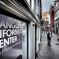 Nederland, Amsterdam , 3 oktober 2014.<br /> Hangover Information Center in de Sint Annendwarsstraat.<br /> Zij hebben een drankje gemaakt wat ervoor moet zorgen dat je geen kater hebt na een avondje zuipen<br /> Foto:Jean-Pierre Jans