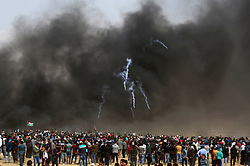 April 27, 2018 - Khan Younis, Gaza Strip, Palestinian Territory - Palestinian protesters clash with Israeli security forces during tents protest demanding the right to return to their homeland, at the Israel-Gaza border, in Khan Younis in the southern Gaza Strip.  (Credit Image: © Ashraf Amra/APA Images via ZUMA Wire)