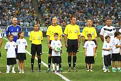 Zidane e Ronaldo durante a 10ª edição do Jogo Contra a Pobreza - Match Against Poverty, na Arena do Grêmio, em Porto Alegre. FOTO: Lucas Uebel/Preview.com