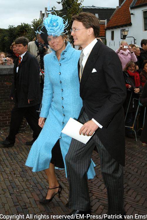 Zijne Hoogheid Prins Floris van Oranje Nassau, van Vollenhoven en mevrouw mr. A.L.A.M. Söhngen zijn zaterdag 22 oktober in de kerk van Naarden in het  huwelijk getreden. De prins is de jongste zoon van Prinses Magriet en Pieter van Vollenhoven.<br /> <br /> Church Wedding Prince Floris and Aimée Söhngen. <br /> <br /> Church Wedding Prince Floris and Aimée Söhngen in Naarden. The Prince is the youngest son of Princess Margriet, Queen Beatrix's sister, and Pieter van Vollenhoven. <br /> <br /> Op de foto / On the photo;<br /> <br /> <br /> <br /> Zijne Koninklijke Hoogheid Prins Constantijn der Nederlanden en Hare Koninklijke Hoogheid Prinses Laurentien der Nederlanden<br /> <br /> His royal highness prince Constantijn of the The Netherlands and her royal highness princess Laurentien of the The Netherlands