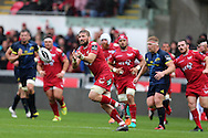 John Barclay of the Scarlets passes the ball wide. Guinness Pro12 rugby match, Scarlets v Munster at the Parc y Scarlets in Llanelli, West Wales on Saturday 3rd September 2016.<br /> pic by  Andrew Orchard, Andrew Orchard sports photography.