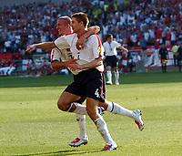 Fotball, 17. juni 2004, EM, Euro 2004, Sveits- England, Steven Gerrard England celebrates scoring 3rd goal with team mate David Beckham<br /> <br /> Foto: Digitalsport