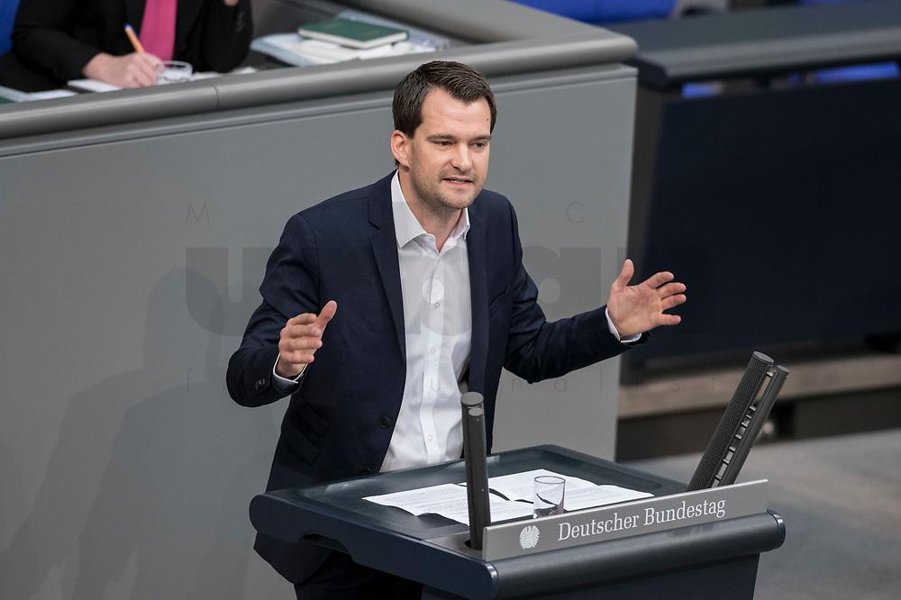 08 NOV 2018, BERLIN/GERMANY:<br /> Johannes Vogel, MdB, FDP, haelt eine Rede, Bundestagsdebatte zum Gesetzentwurf der Bundesregierung ueber Leistungsverbesserungen und Stabilisierung in der gesetzlichen Rentenversicherung, Plenum, Deutscher Bundestag<br /> IMAGE: 20181108-01-008<br /> KEYWORDS: Sitzung