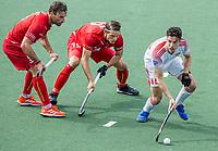 AMSTELVEEN - Phillip Roper (Eng) met Felix Denayer (Bel) en Sebastien Dockier  (Bel)  tijdens de heren -wedstrijd om de 3e plaats ,  Engeland-Belgie (2-3)  bij het  EK hockey , Eurohockey 2021. COPYRIGHT KOEN SUYK
