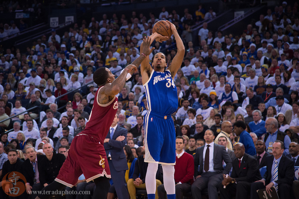 December 25, 2015; Oakland, CA, USA; Golden State Warriors guard Shaun Livingston (34) shoots the basketball against Cleveland Cavaliers guard J.R. Smith (5) during the fourth quarter in a NBA basketball game on Christmas at Oracle Arena. The Warriors defeated the Cavaliers 89-83.
