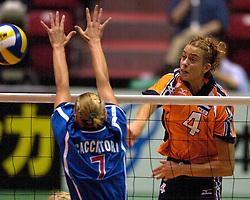 17-06-2000 JAP: OKT Volleybal 2000, Tokyo<br /> Nederland - Italie 2-3 / Erna Brinkman,  Maurizia Cacciatori