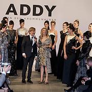 NLD/Laren/20150124 - Modeshow Addy van den Krommenacker Fall Winter 2015 'London revisited', Addy en Pernille la Lau op de catwalk