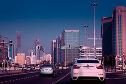 Abu Dhabi, é a capital dos Emirados Árabes Unidos e também o maior de todos os Emirados com uma área de 67.340 quilômetros quadrados, equivalente a 86.7 % da área total do país, excluindo as ilhas. Tem um litoral que estende por mais de 400 quilômetros e é dividido para propósitos administrativos em três regiões principais. A primeira região cerca a cidade de Abu Dhabi que é o capital do emirado e a capital federal. FOTO: Jefferson Bernardes/ Agência Preview
