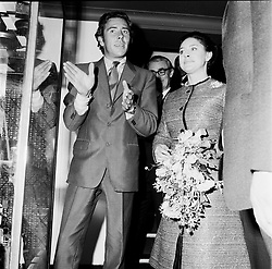 The EARL OF SNOWDON and HRH PRINCESS MARGARET at an exhibition at The Royal Photographic Society in November 1970.