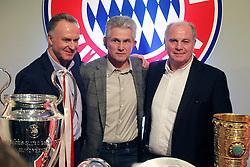 04.06.2013, Alianz Arena, Muenchen, GER, 1. FBL, FC Bayern Muenchen, Pressekonferenz, im Bild, Jupp Heynckes verabschiedet sich bei FC Bayern und bei Uli Hoeness und K.H Rummenigge // during a presss conference of FC Bayern Munich at the Alianz Arena, Munich, Germany on 2013/06/04. EXPA Pictures © 2013, PhotoCredit: EXPA/ Eibner/ Ruiz<br /> <br /> ***** ATTENTION - OUT OF GER *****