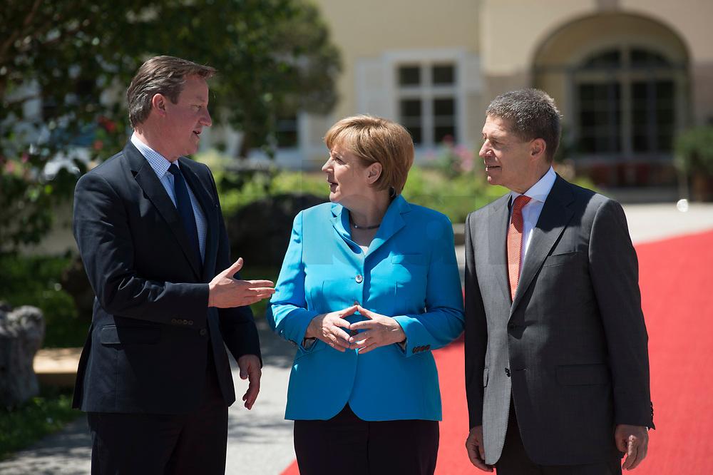 07 JUN 2015, ELMAU/GERMANY:<br /> David Cameron, Premierminister Vereinigtes Koenigreich, Grossbritannien, Angela Merkel, CDU, Bundeskanzlerin, und Joachim Sauer, Ehemann von Angela Merkel, (v.L.n.R.), waehrend der Begruessung der anreisenden Regierungschefs und deren Ehepartner, G7-Gipfel vor Schloss Elmau bei Garmisch-Patenkirchen<br /> IMAGE: 20150607-01-019<br /> KEYWORDS: G7 Summit, Begrüssung