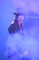 """Michael Jackson  performs """"Dangerous""""  at the taping of """"American Bandstand's 50th: A Celebration"""" at the Pasadena Civic Auditorium.<br /> DAVID SPRAGUE/LA DAILY NEWS"""