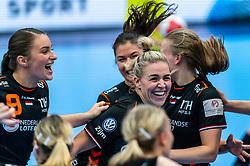 Larissa Nusser of Netherlands, Jessy Kramer of Netherlands celebrate after the Women's EHF Euro 2020 match between Netherlands and Hungry at Sydbank Arena on december 08, 2020 in Kolding, Denmark (Photo by RHF Agency/Ronald Hoogendoorn)