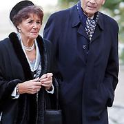 BEL/Brussel/20101120 - Huwelijk prinses Annemarie de Bourbon de Parme-Gualtherie van Weezel en bruidegom Carlos de Borbon de Parme, Hans van den Broek en partner Josee van Schendel