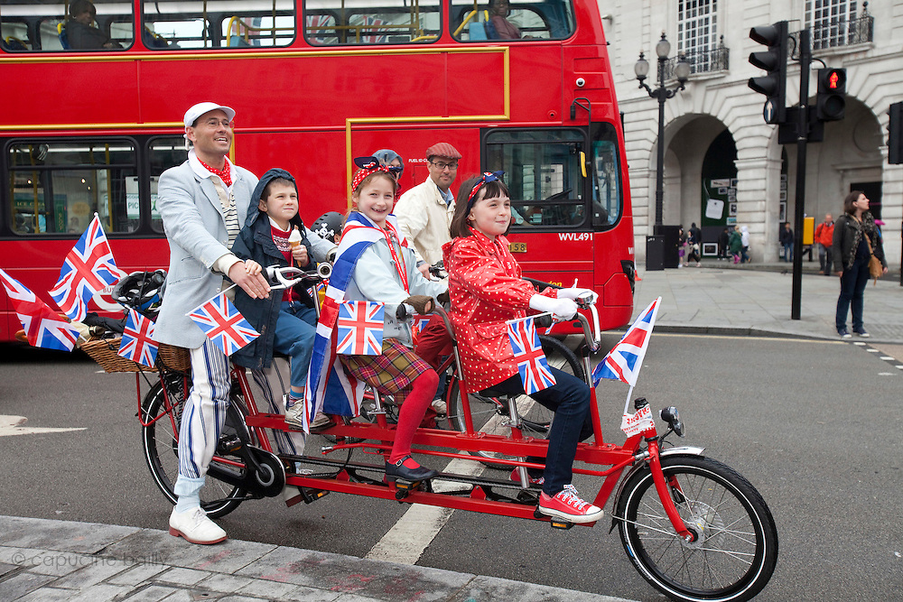 London, United Kingdom. June 3rd 2012..Queen Elizabeth II Diamond Jubilee 1952-2012.A familly on Piccadilly Circus