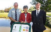 Rijswijkse Golfclub vlnr manager Bas Overwater, Jeanette Maier (scretaris) en voorzitter Roel Jense.