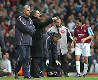 Photo: Ed Godden.<br />West Ham United v Chelsea. The Barclays Premiership.<br />02/01/2006. <br />West Ham manager, Alan Pardew (L) is joined on the touchline by Chelsea manager Jose Mourinho.