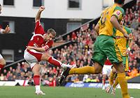 Photo: Ashley Pickering.<br /> Norwich City v Bristol City. Coca Cola Championship. 20/10/2007.<br /> David Noble of Bristol (L) fires in a shot in the first half
