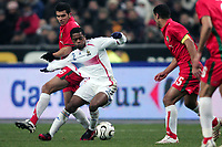 Fotball<br /> Privatlandskamp<br /> Frankrike v Marokko<br /> Foto: Dppi/Digitalsport<br /> NORWAY ONLY<br /> <br /> FOOTBALL - FRIENDLY GAME 2007/2008 - FRANCE v MOROCCO - 16/11/2007 - PATRICE EVRA (FRA) / ABDERRAHMANE KABOUS / YOUSSEF SAFRI (MOR)
