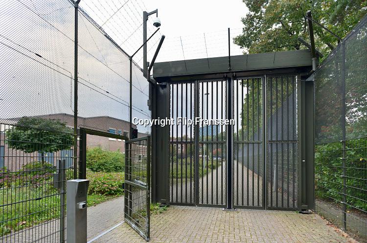 Nederland, Nijmegen, 7-10-2019 Poort, sluis, ingang van de Pompekliniek. Verlof, proefverlof, tbs inrichting, kliniek, psychiatrie, zwaar geweldsmisdrijf, moord, moordenaar, behandeling, forensische, ontsnappen, ontsnapping, maatschappelijke onrust. Foto: Flip Franssen