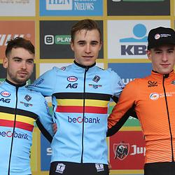 24-11-2019: Wielrennen: Wereldbeker Veldrijden: Koksijde: Niels Vandeputte wint de beloften cross voor Jelle Camps en Ryan Kamp
