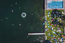 THEMENBILD - Strandbad Seespitz mit Liegewiese und Pool, aufgenommen am 28. Juli 2020 in Zell am See, Österreich // lido Seespitz with lawn and pool, Zell am See, Austria on 2020/07/28. EXPA Pictures © 2020, PhotoCredit: EXPA/ JFK