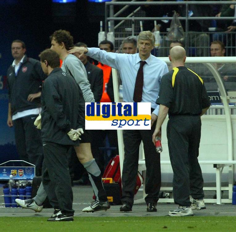 Photo: Chris Ratcliffe.<br /> Arsenal v Barcelona. UEFA Champions League Final. 17/05/2006.<br /> Jens Lehmann is consoled by Arsene Wenger