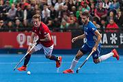 Ian Sloan of Great Britain Men goes past Santiago Tarazona of Argentina Men during the 2019 Men's FIH Pro League match at Lee Valley Hockey Centre, Stratford<br /> Picture by Simon Parker/Focus Images Ltd <br /> 18/05/2019
