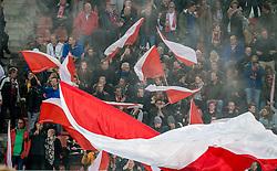 26-10-2016 NED: KNVB beker FC Utrecht, - Fc Groningen, Utrecht<br /> FC Utrecht heeft zich geplaatst voor de achtste finales van de KNVB-beker. De verliezend finalist van vorig seizoen rekende in stadion Galgenwaard af met FC Groningen, bekerwinnaar in 2015 / Utrecht support, vlaggen, rook