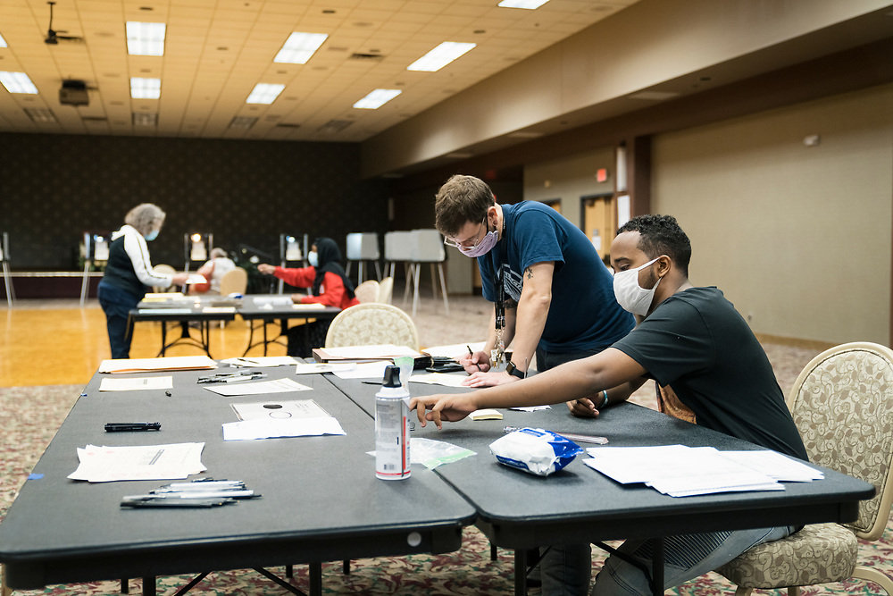 Election officials clean their ballot station at a polling location in Minneapolis, Minnesota, U.S., on Tuesday, Aug. 11, 2020. Photographer: Ben Brewer/Bloomberg