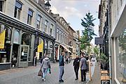 Nederland, Nijmegen, 9-10-2020 De Lange Hezelstraat in de nijmeegse binnenstad. Het is de oudste winkelstraat van de stad . Foto: ANP/ Hollandse Hoogte/ Flip Franssen