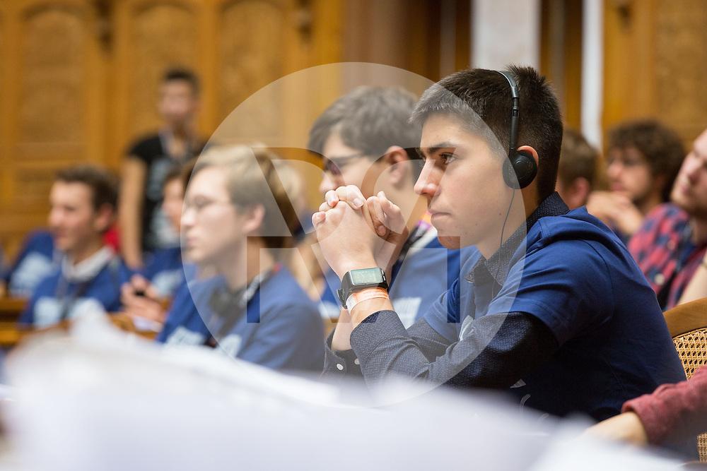 SCHWEIZ - BERN - Plenarsitzung der eidgenössischen Jugendsession im Bundeshaus - 13. November 2016 © Raphael Hünerfauth - http://huenerfauth.ch