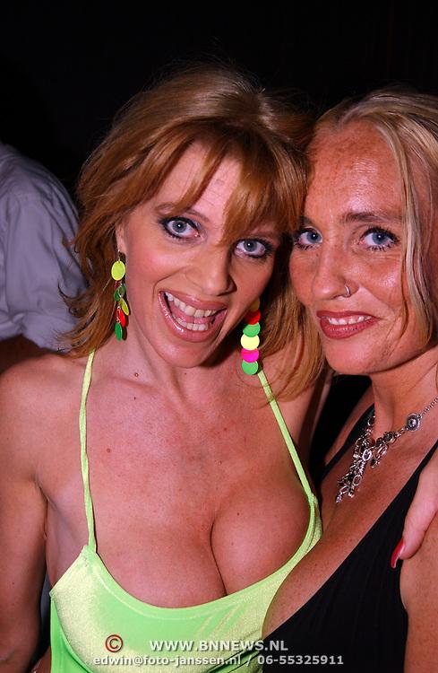 Playboy Night 2004, Kim Holland en assistente