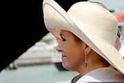 Doop ms Nieuw Amsterdam in Venetie<br /> <br /> Hare Koninklijke Hoogheid prinses Máxima doopt op zondag 4 juli 2010 in Venetië het cruiseschip ms Nieuw Amsterdam van de Holland America Line. Het schip is de tweede in de Signature-klasse. De Nieuw Amsterdam, die plaats biedt aan 2.106 passagiers, wordt gebouwd door de scheepsbouwer Fincantieri-Cantieri Navali Italiani S.p.A. in Marghera, Italië. <br /> <br /> op de foto:<br /> <br />  Prises Maxima