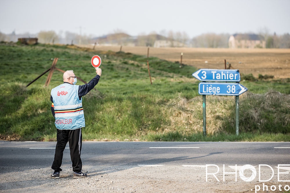 signaleur <br /> <br /> 24th la Flèche Wallonne Féminin 2021 (1.UWT)<br /> 1 Day Race: Huy – Huy 130,5km<br /> <br /> ©RhodePhoto