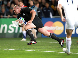 © Andrew Fosker / Seconds Left Images 2011 - New Zealand's Tony Woodcock breaks clear to score the All Blacks' only try -  France v New Zealand - Rugby World Cup 2011 - Final - Eden Park - Auckland - New Zealand - 23/10/2011 -  All rights reserved..