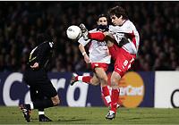 FOOTBALL - CHAMPIONS LEAGUE 2004/2005 - 1/8 FINAL - 2ND LEG - OLYMPIQUE LYONNAIS v WERDER BREMEN - 08/03/2005 - JUNINHO (LYON) / PAUL STALTERI (WER) -  PHOTO GUY JEFFROY /Digitalsport