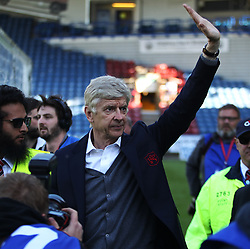 Arsenal manager Arsene Wenger says goodbye to the Arsenal fans after his final match in charge - Mandatory by-line: Jack Phillips/JMP - 13/05/2018 - FOOTBALL - The John Smith's Stadium - Huddersfield, England - Huddersfield Town v Arsenal - English Premier League