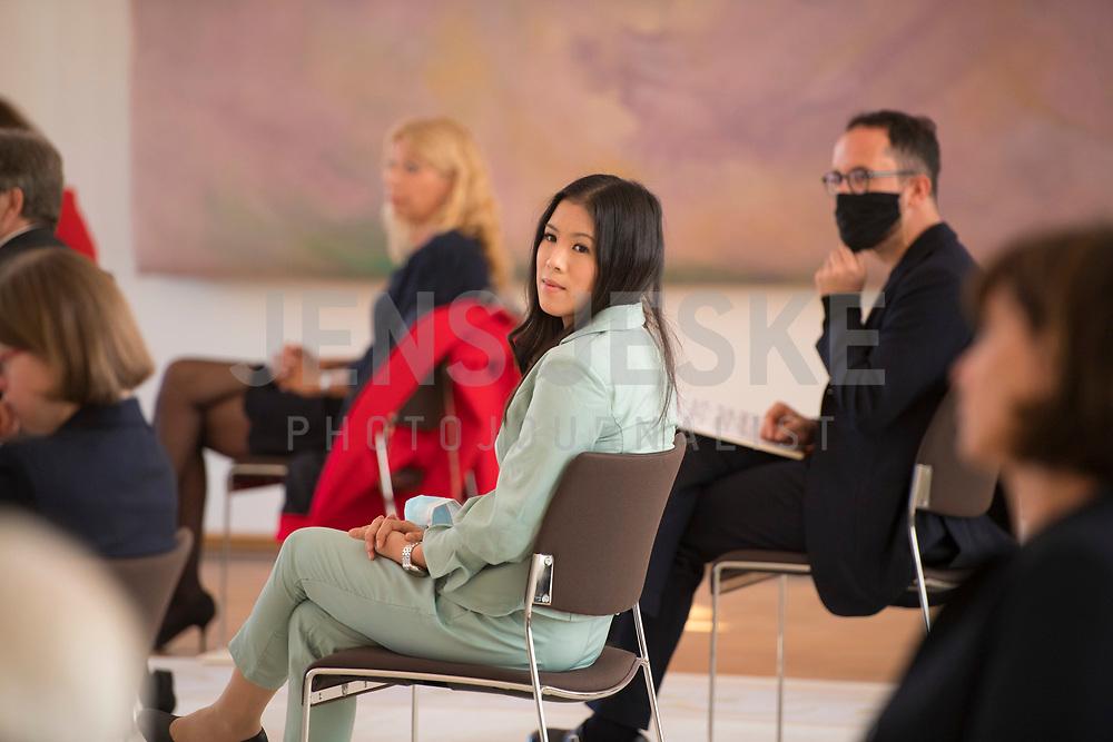 DEU, Deutschland, Germany, Berlin, 01.10.2020: Dr. Mai Thi Nguyen-Kim bei der Verleihung des Verdienstordens der Bundesrepublik Deutschland (Bundesverdienstkreuz) durch den Bundespräsidenten im Schloss Bellevue.