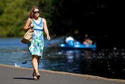 © Licensed to London News Pictures. 15/08/2016. London, UK. People enjoy hot weather and sunshine in Regent's Park in London on Monday, 15 August 2016. Photo credit: Tolga Akmen/LNP