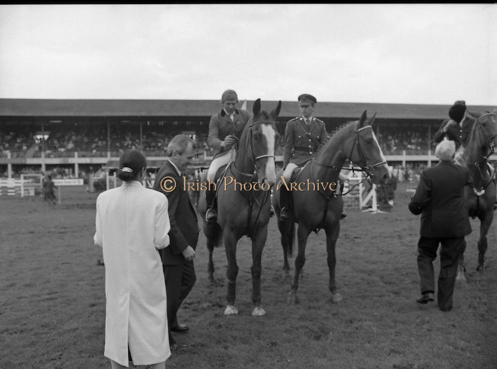 Shell Sponsored Events At The Dublin Horse Show.(R39).1986..07.08.1986..08.07.1986..7th August 1986..At the Horse Show Shell sponsored both the Speed and Power competition and The Puissance..The Speed and Power event was won by Hap Hanson riding 'Gambrinus'. The Puissance was shared by Capt John Ledingham (Irl) on 'Kilcoltrim' and Nick Skelton (GB) on 'Raffles Apollo' who both cleared the high wall at 7feet...Picture shows Mrs Pamela Withrington moving out to congratulate the joint winners of the Puissance Event, Nick Skelton and Capt John Ledingham.
