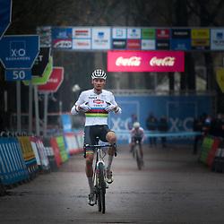 12-12-2020: Wielrennen: Veldrijden Scheldecross: Antwerpen<br /> Mathieu van der Poel heeft zijn eerste cross van het veldritseizoen 2020-2021 gewonnen. In Antwerpen hield Europees kampioen Eli Isebyt het langst stand.