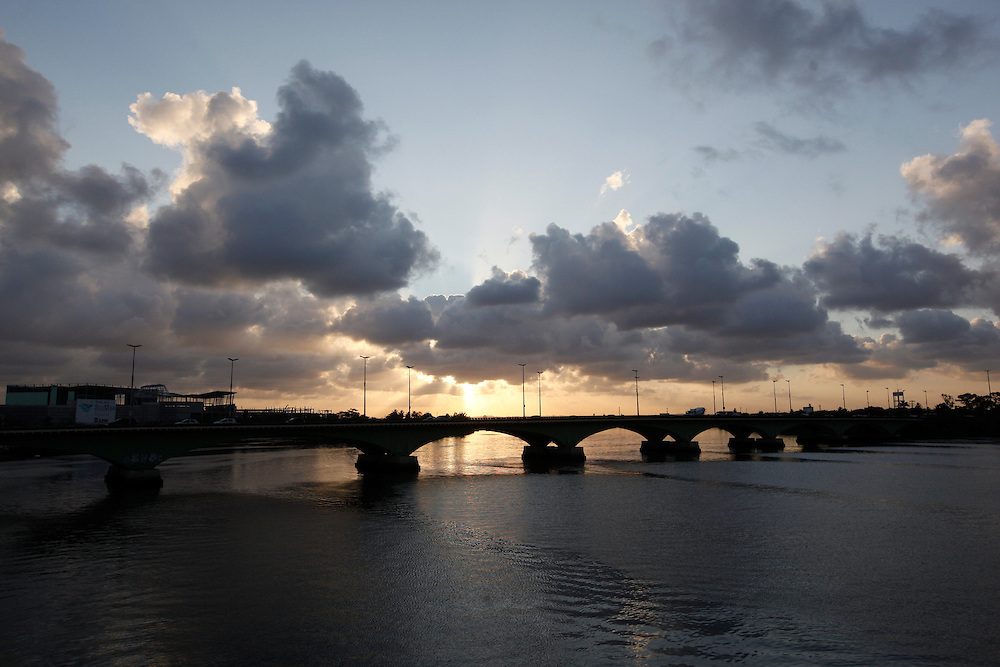 Recife_PE, Brasil.<br /> <br /> A Ponte Mauricio de Nassau localiza-se na cidade do Recife e interliga os bairros do Recife e Santo Antonio. Foi a primeira ponte de grande porte do Brasil.<br /> <br /> The Mauricio de Nassau Bridge is located in the city of Recife and connects the districts of Recife and Santo Antonio. It was the first bridge large size of Brazil.<br /> <br /> Foto: BRUNO MAGALHAES / NITRO