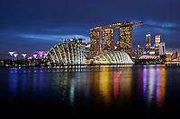 Singapour, Marina Bay, Garden By The Bay, l'hotel Marina Bay Sands, le Musée des Arts et des Sciences et le quartier financier // Singapore, Marina Bay, Garden By the bay, Marina Bay Sands hotel, the Arts and Sciences Museum band the skyline of the financial district